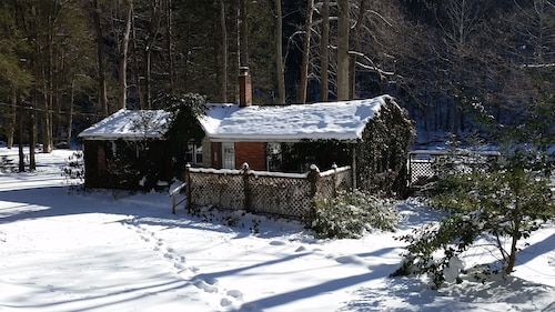 Ivy Cottage -central Pennsylvania-creekside