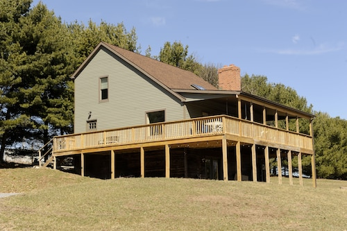 Spacious Farmhouse-style Home, Near Raystown Lake/allegreppis, 3bdrm 2.5 Bath