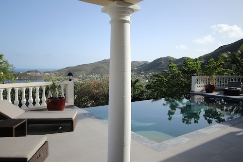 Magnificent Villa With Refined Luxury,