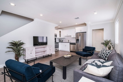 Spacious Modern 3 Bedroom Townhome In Trendy Silverlake/echopark A