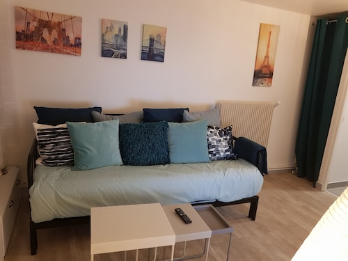 Near Paris: Cozy Appartment at Gare Massy TGV & Massy Palaiseau & Direct Airport