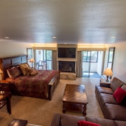 Ski-in/ski-out Studio With King Bed. Complimentary Wifi, Covered Parking
