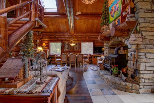 Gobble Up Your Turkey At This Great Lodge, Or Hohoho The Christmas Spirit In