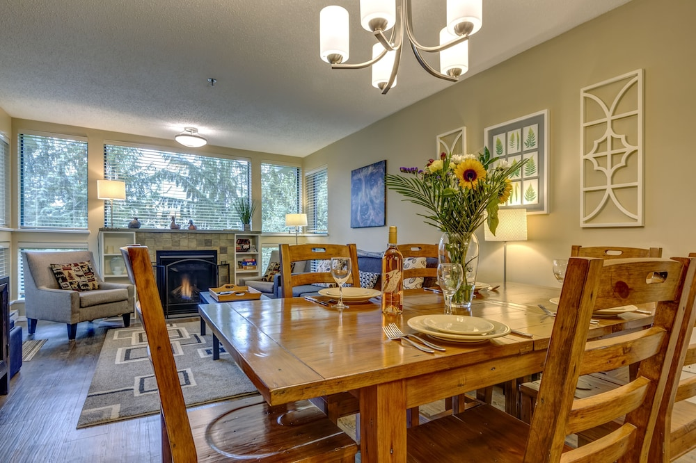 In-Room Dining, Acer Vacations | Clean Ski-In Out | 2 Bedroom 2 Bath |  Sleeps 8 | Family Friendly | Greystone Lodge