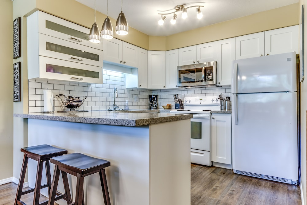 Private Kitchen, Acer Vacations | Clean Ski-In Out | 2 Bedroom 2 Bath |  Sleeps 8 | Family Friendly | Greystone Lodge