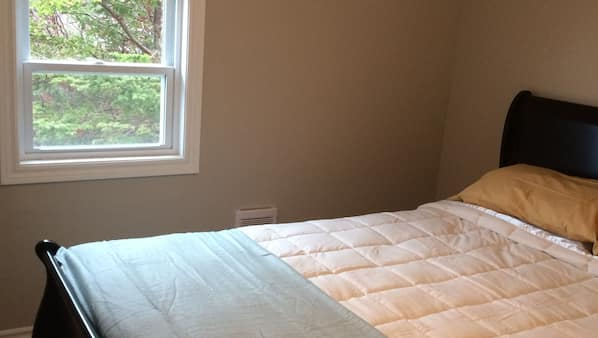 4 bedrooms, bed sheets