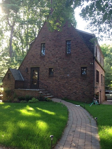 Amazing Single House Near Boston. Walking Dist to Boston College With Parking