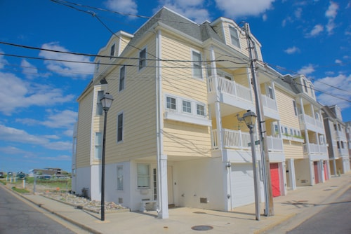Available in June! Atlantic City! High-end Home