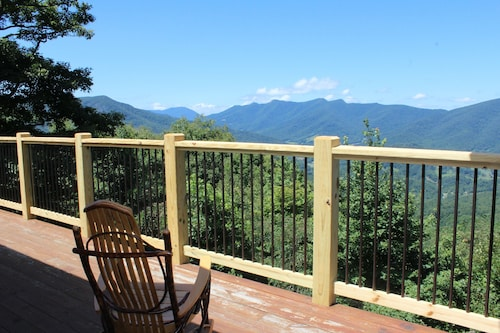 Picture Perfect! Luxurious Log Home W/mtn Views, Wifi, Gas F/P & Pool Table!