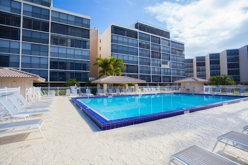 Seascape E-106 - Monthly - Directly on Beach - Cable TV - Gorgeous Views - Communal Pool