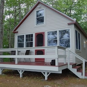 Beautiful Newly Renovated Cottage on Water's Edge of Lake Pemaquid