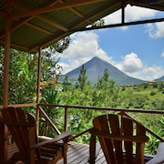 Beautiful and Private Home in the Heart of the Village With Great Volcano Views!