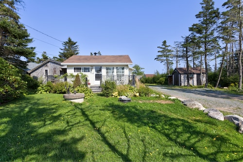 All Season Luxuary Oceanfront Cottage /chalet