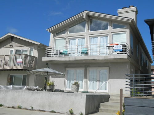 Home By The Sea ~ Sleeps 10 ~ Short Block To The Beach ~ View Of Sand Dunes