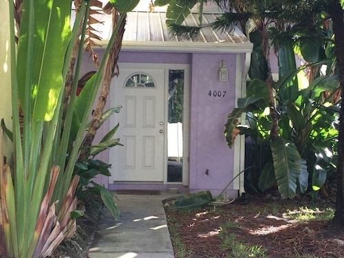 Tropical Townhome Short Walk to the Beach