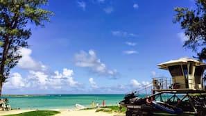 Beach nearby, sun-loungers, beach towels