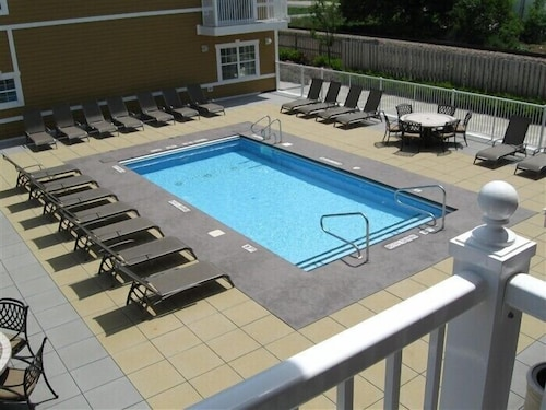 Luxurious Condo in the Heart of New Buffalo With Association Pool!