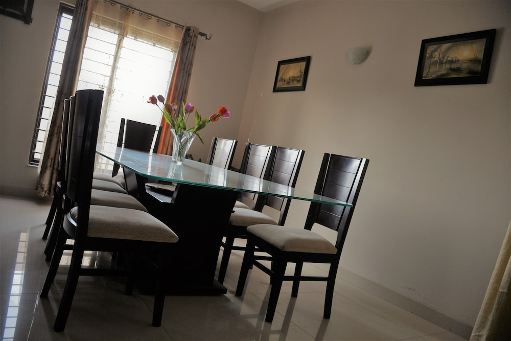 Private Kitchen, Family Suite, 2 Bedroom With Common Bath, and a Dinning Room