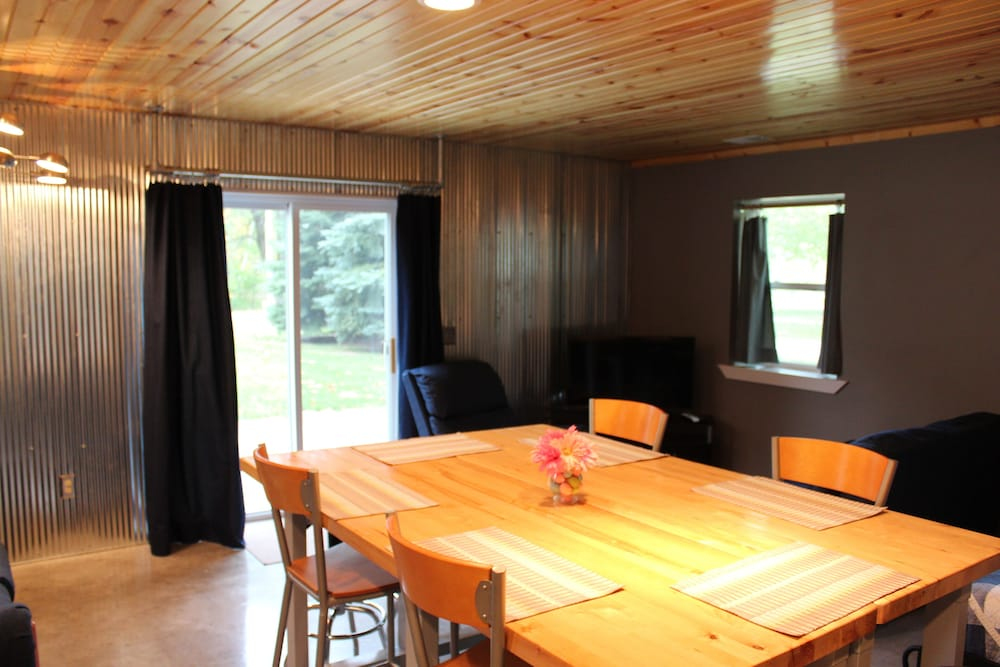Private Kitchen, THE RED Barn - Walk to Where its Happening Close by
