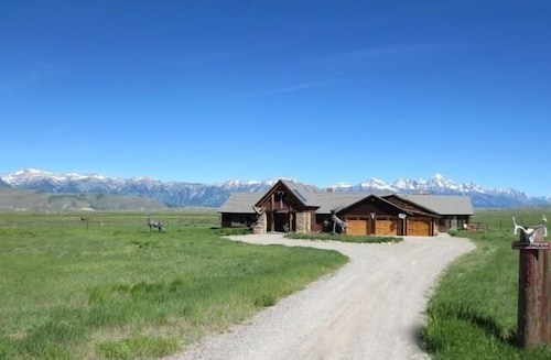 'possibly the Most Desirable House Rental in Jackson Hole'-elk Refuge Ranch Home