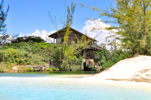 Stunning Beachfront House on Exclusive Parrot Cay