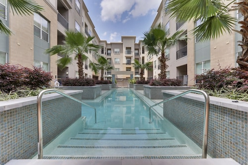 Elite-resort Style 1 Bdrm w Pool View