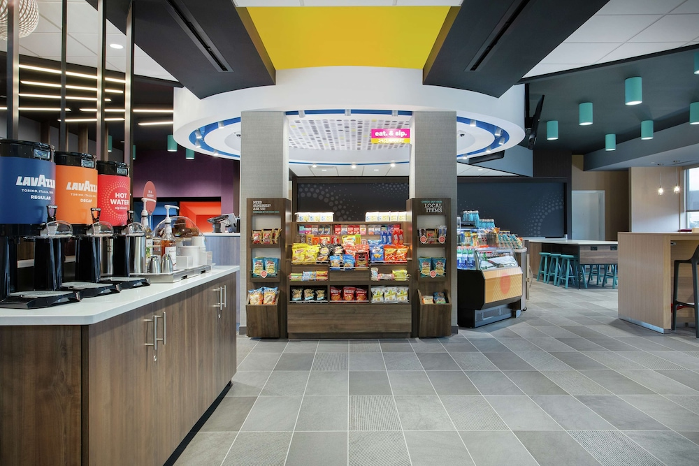 Snack Bar, Tru by Hilton Audubon Valley Forge
