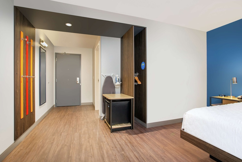 Room, Tru by Hilton Audubon Valley Forge