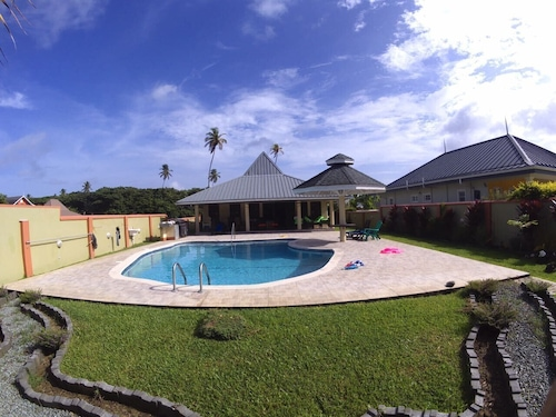 Driftwood85 is a Three Bedroom Villa With all Amenities and Large Saltwater Pool