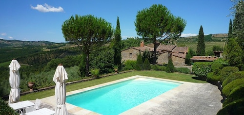 Cosoli, Charming Two-story Historical Villa Situated In The Heart Of Chianti