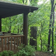 Carnegie Cottage - Pet Friendly and Secluded close to Pittsburgh