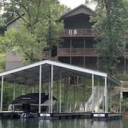 7bed/7ba Lakefront Home W/attached In-law Suite & Private Covered Dock
