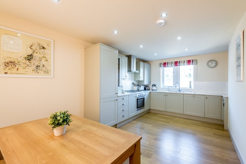 Stunning Brand New Holiday Let In The Heart Of Holmfirth