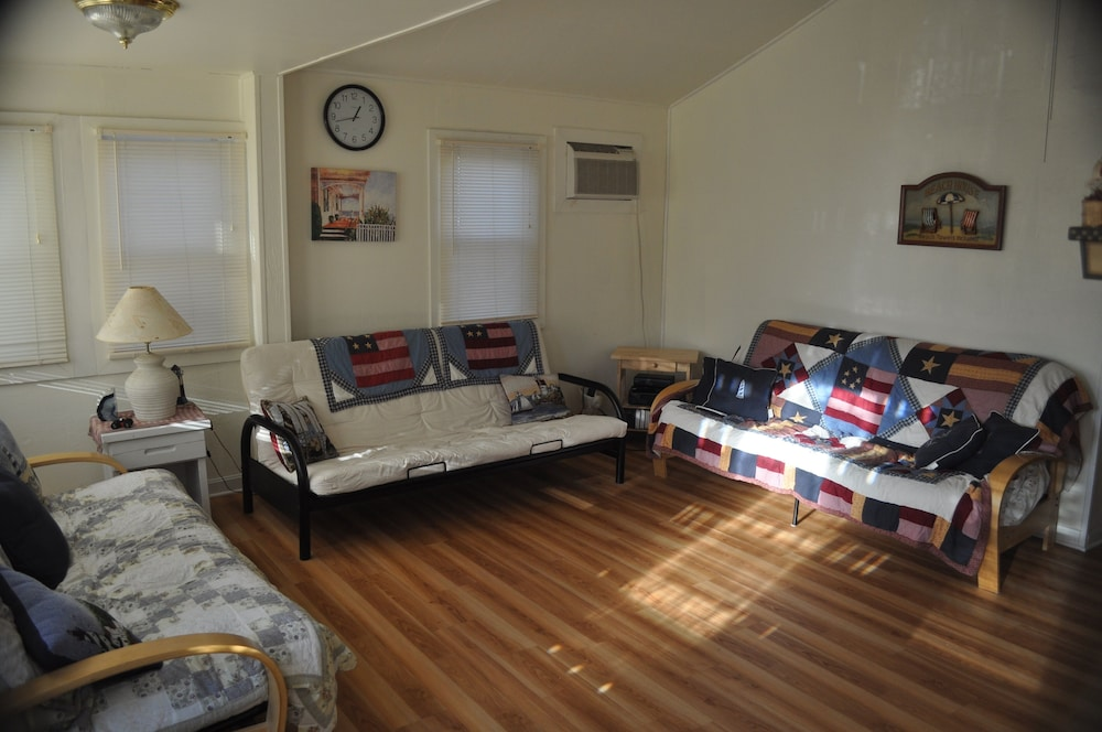 Living Room, East Grand Ave Fabulous Cottage