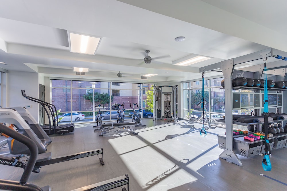 Fitness Facility, NEW Modern 2 BED 2 Bath Condo Near Disneyland & Convention Center