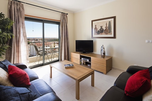 Luxury 1 bed Sea View Apt. on the Top Level in the HUB of the Village