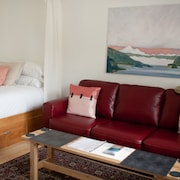 Studio Apartment in Eastsound, the Heart of Orcas Island - Chinook Studio 3