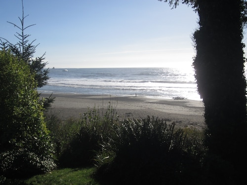 Relaxing Oceanfront Home With Private Beach Access! Bring Your Family & pet