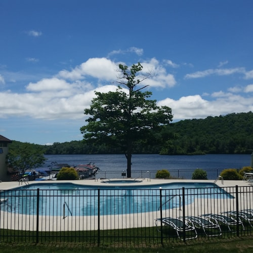 Big Boulder Beach/ski Lodge, Lakefront Condo- Best in the Poconos!!