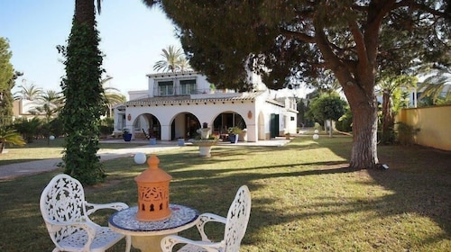 Mediterranean Villa With Private Pool at 50 Meters From the Beach in Cabo Roig