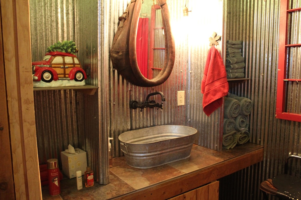 Bathroom, The Christmas Cabin at Christmas Tree Lane