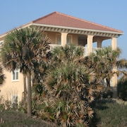 Three Story Ocean Front, Elevator, pvt Dune Crossover $2400 Special for June