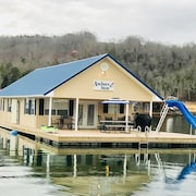 Anchors Away - Beautiful Floating Home on Norris Lake-5br Incl/loft 2BA Slps 15