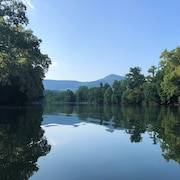 NEW Listing Riverfront Cabin Near Hiking, Caverns & Skiing