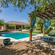 Phoenix Tuscan Estate: Mountains_pool_25min to PHX and Ballparks