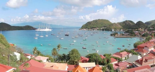 Les Saintes Terre De Haut: Accommodation with an exceptional view of the Baie des Saintes
