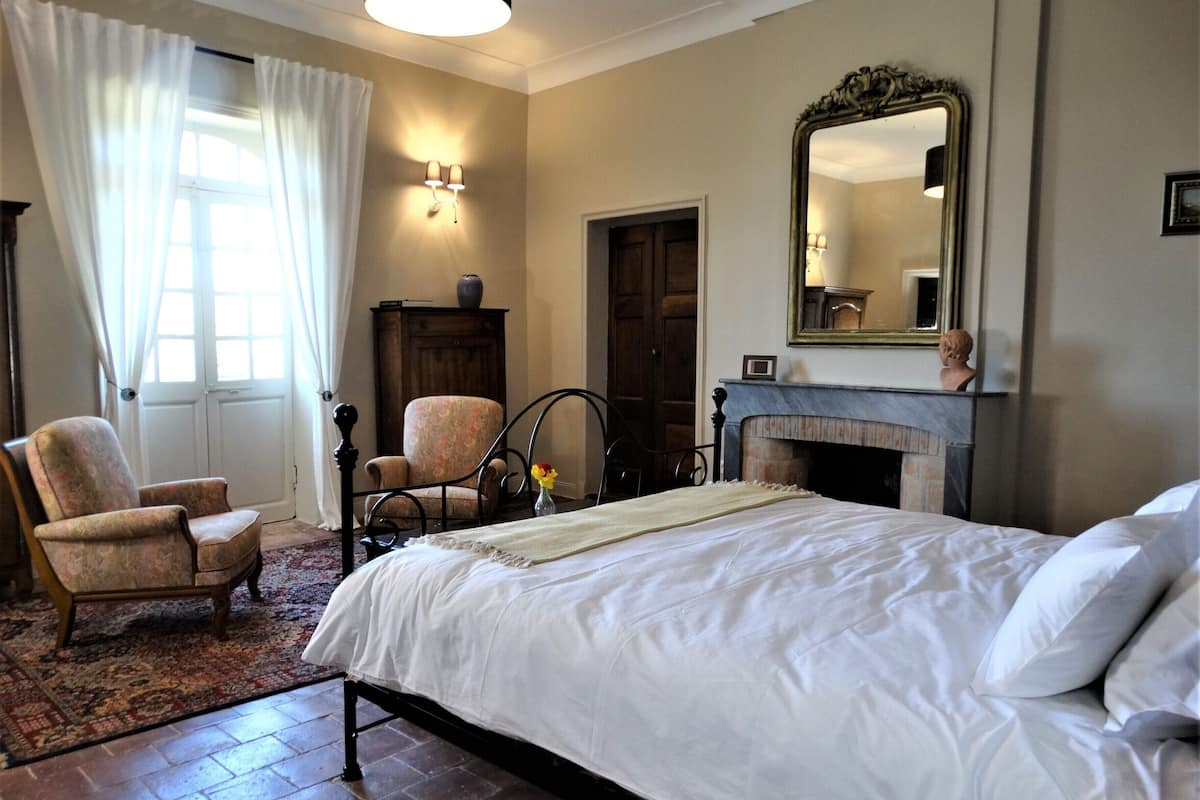 Rent Charming Chateau In Provence 7 Bedrooms With 6 Bathrooms Sleeps 15 Valreas Francia Expedia It