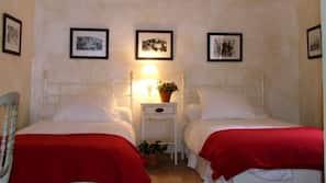 4 bedrooms, iron/ironing board, Internet, linens