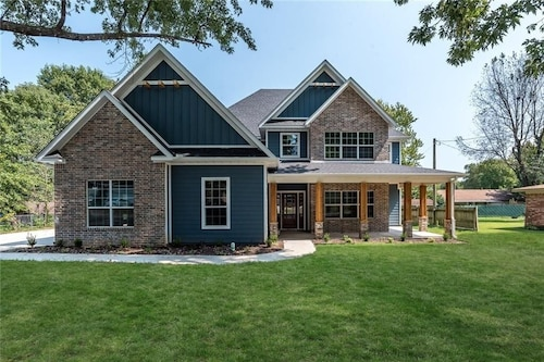 The Urban Craftsman Brand new 4BR 3.5ba in the Heart of Downtown Bentonville