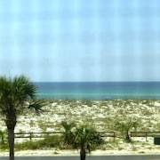 Wow - Water Views Everywhere! 2/2.5 Beachy Classy Townhouse Between Gulf and Bay